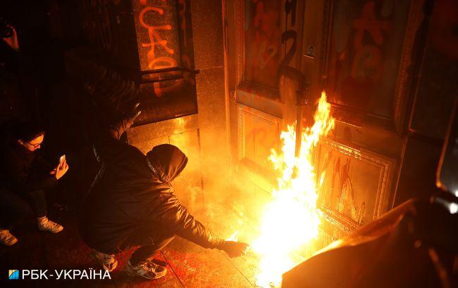 Десяти участникам беспорядков под Офисом президента грозит до 7 лет тюрьмы, - МВД
