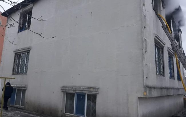 З палаючого будинку престарілих у Харкові врятували дев'ятьох осіб
