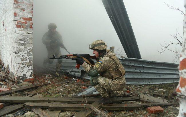 На Донбассе в результате обстрелов ранили двух военных
