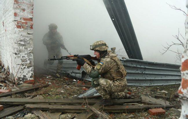Боевики на Донбассе семь раз обстреляли позиции ООС: ранены двое военных