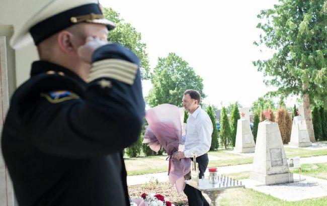 Дерипаска в Австрии почтил память украинского дедушки-героя Второй мировой войны