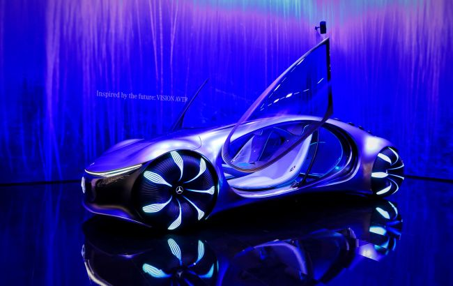 Новым концепт-каром Mercedes-Benz Vision AVTR можно управлять силой мысли