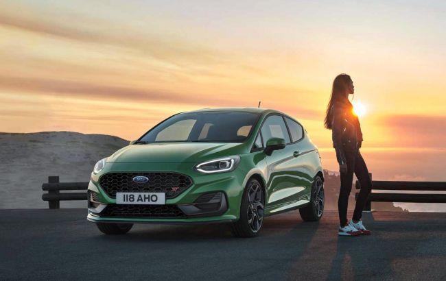 Матричные фары и виртуальная приборка: Ford обновил популярный хэтчбек Fiesta