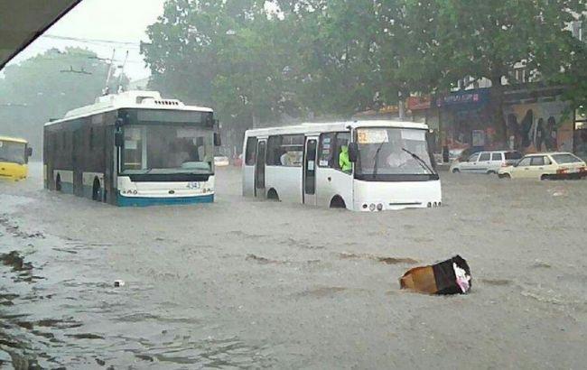 Улицы оккупированного Симферополя залило водой
