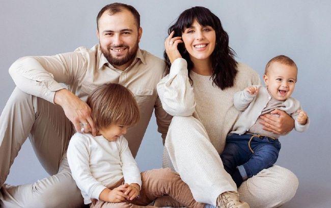 Неймовірні! Джамала з чоловіком і дітьми прикрасила обкладинку журналу