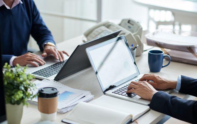 Перевірка температури та відсторонення осіб з групи ризику: нові вимоги до роботи офісів