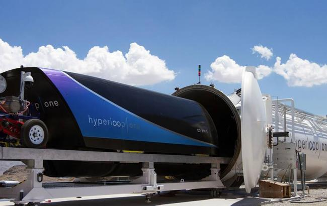Фото: капсула Hyperloop (Hyperloop One facebook.com)