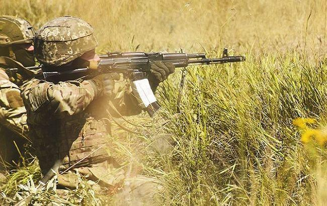 Взоне АТО засутки возросло количество обстрелов, один украинский военный ранен,