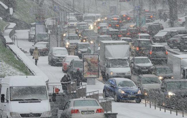 Фото: Пробки из-за снега в столице (112.ua)