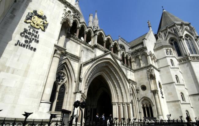 Высокий суд Лондона: земля круглая, небо синее