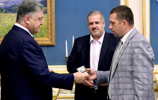 Фото: Борис Бабін на зустрічі з петром Порошенком та Рефатом Чубаровим (facebook.com/petroporoshenko)