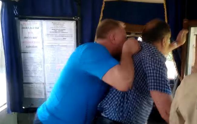 Водитель маршрутки выгнал пенсионера (скриншот youtube.com/Житомир.info | Новости Житомира0