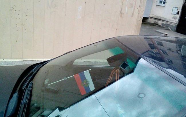Фото: Запрещенная символика в машине туристов (facebook.com/dekabristtvv)