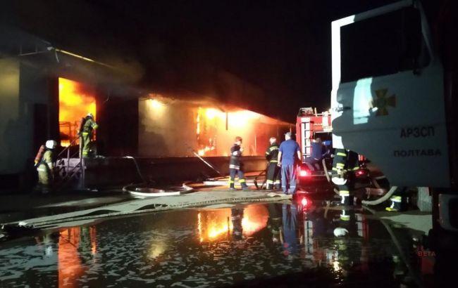 """У Полтаві виникла масштабна пожежа на складах """"Нової пошти"""""""