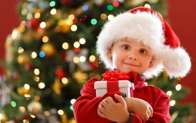 Фото: Подарунок дитині (znaigorod.ru)