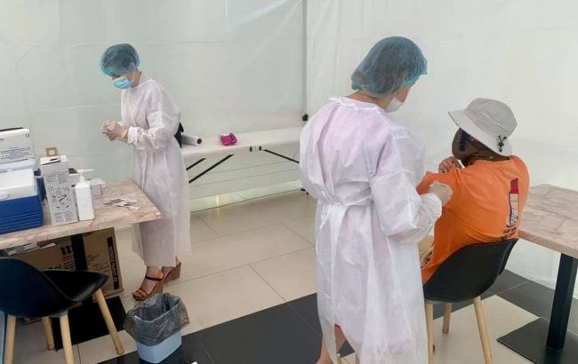 Вакцина Pfizer стала доступною в центрах COVID-вакцинації