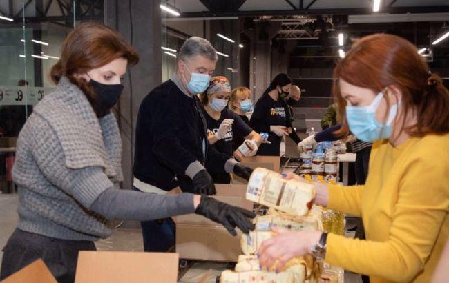 У Порошенка відправили ще понад 12 тисяч продуктових наборів