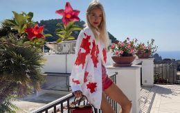 Оставьте белую рубашку дома: стилист назвала топ-3 вещи для трендового отпуска