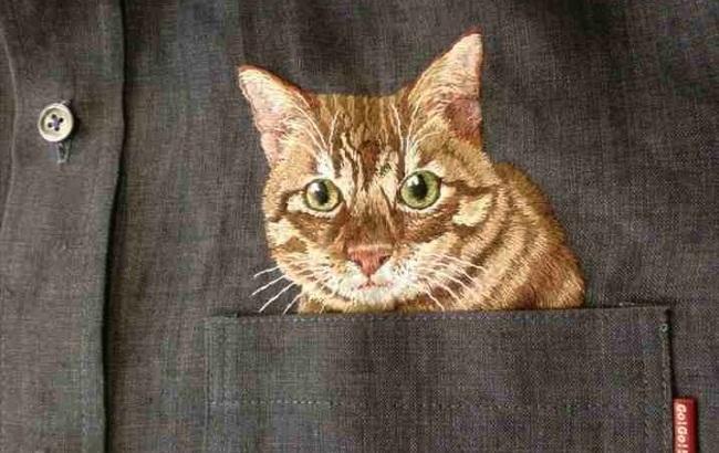 Японский дизайнер вручную вышивает котиков на карманах мужских рубашек