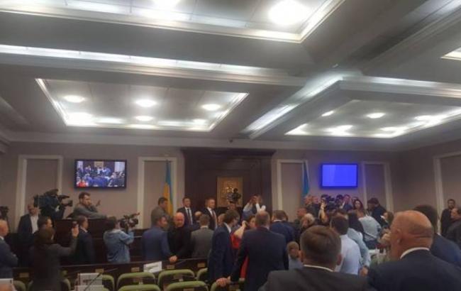 Стали известны подробности массовой драки между депутатами