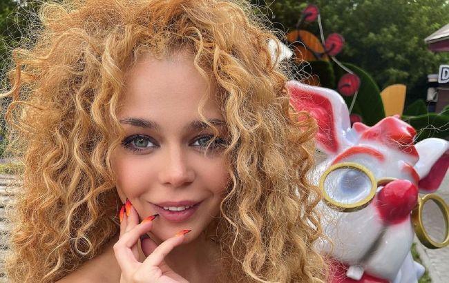 """""""Бджілка"""" виросла: Аліна Гросу випустила нову зухвалу версію хіта свого дитинства"""