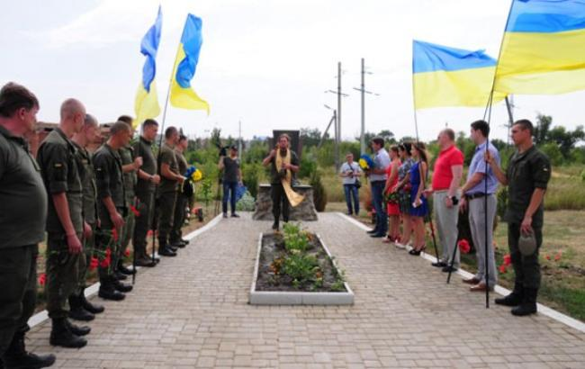 Фото: Чествование памяти героев АТО (slavrada.gov.ua)