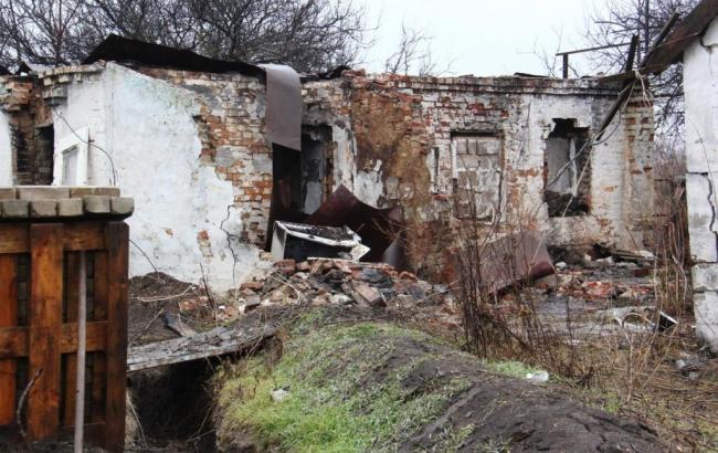 Через обстріли бойовиків селище Водяне практично повністю зруйноване, - Лисенко