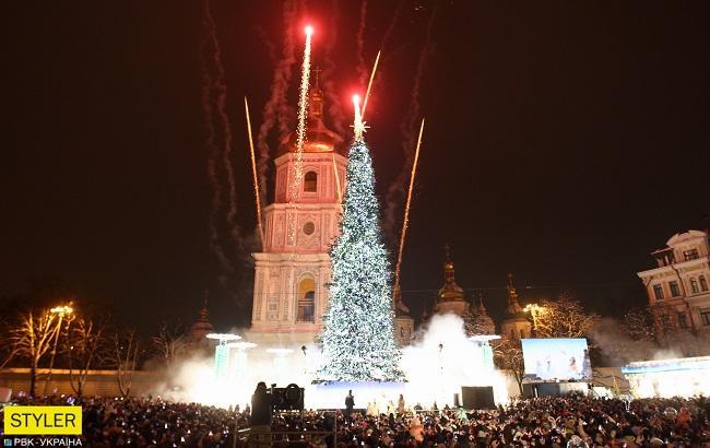 Хвойная королева: на Софийской площади зажглась праздничная елка (фоторепортаж)