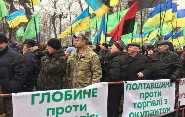 Фото: сторонники блокады Донбасса