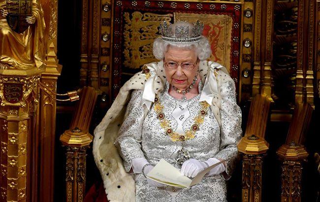 Елизавета II готова отречься от престола: назван преемник и дата отставки