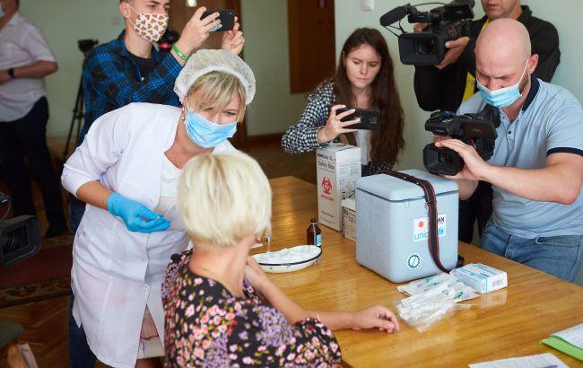 В Івано-Франкіську депутатів міськради вакцинували під час сесії