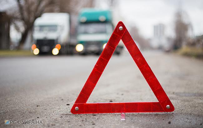 В окупованому Криму автомобіль при обгоні фури потрапив під вантажівку на зустрічній смузі
