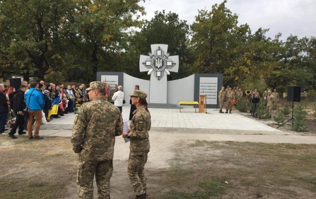 В Днепропетровской области вандалы облили краской памятник погибшим бойцам АТО
