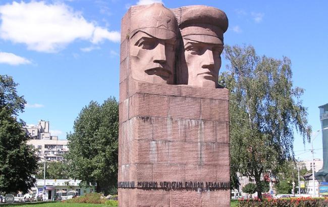 """""""На мусор"""": В сети показали, как теперь выглядит памятник чекистам в Киеве"""