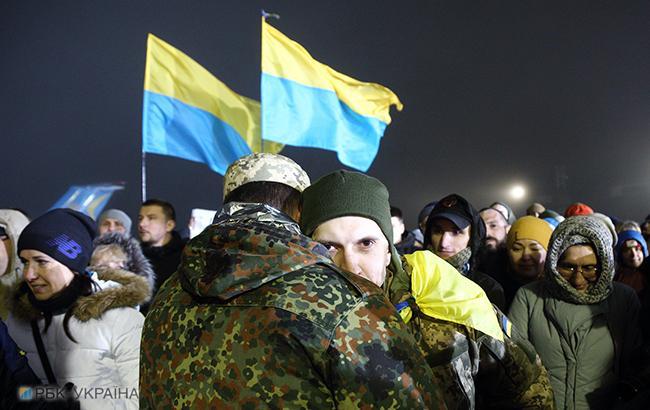 Фото: Освобожденные из плена украинцы (РБК-Украина)