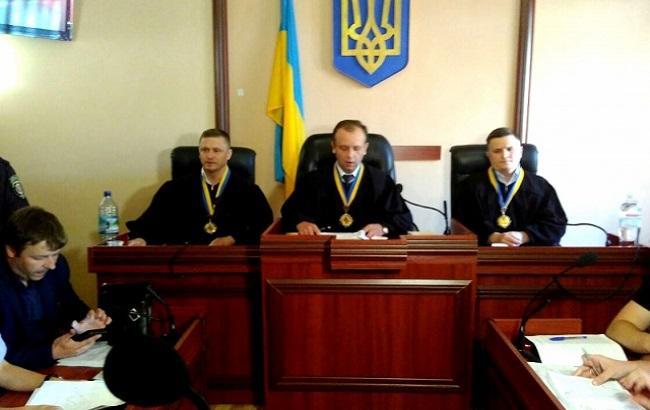Фото: судді в Мукачевому оголошують рішення