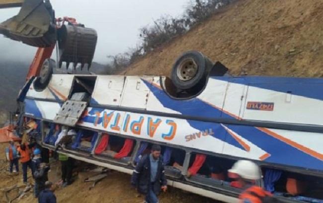 Фото: автобус звалився в 15-метрову прірву