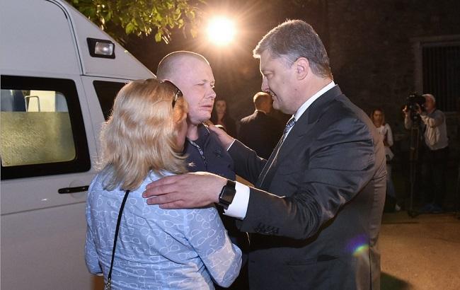 Фото: встреча Порошенко с экс-пленником
