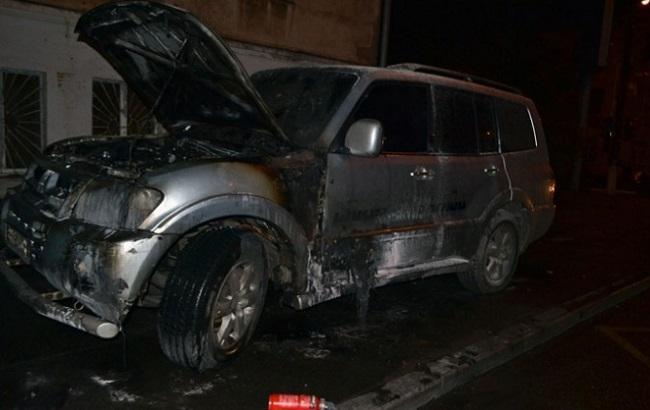 Фото: згорілий джип активіста в Одесі