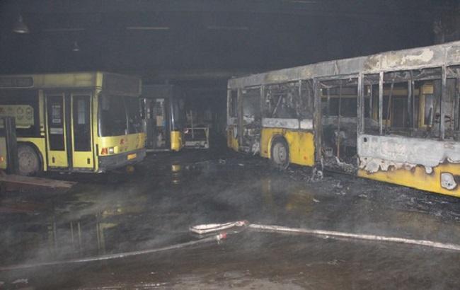 ВКиеве горел парк автомобилей: шесть автобусов повреждены
