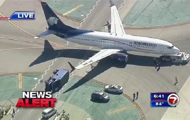 Восемь человек пострадали при столкновении пассажирского самолета с фургоном вЛос-Анджелесе