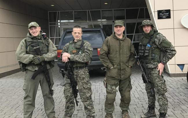 """Фото: Боевики в """"ДНР"""" (facebook.com/den.kazansky)"""