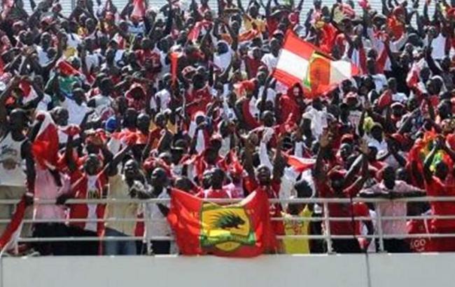 У Гані футболістам довелося ховатися від вболівальників у БТР