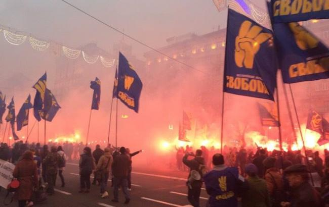 На марші правих сил у Києві лунають вибухи