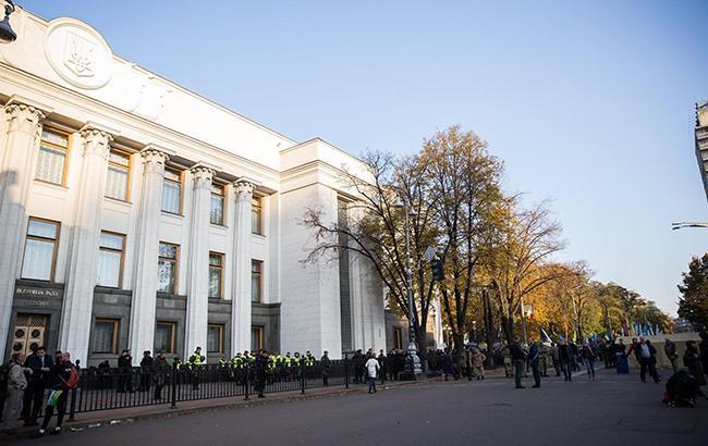 Экс-нардеп от Партии регионов заявил, что участвует в финансировании митинга под Радой