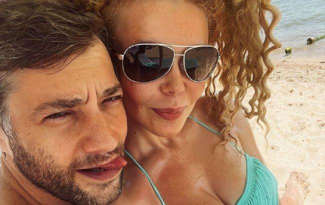"""Алина Гросу с бойфрендом устроили заплыв с дельфинами: """"невероятные эмоции"""""""