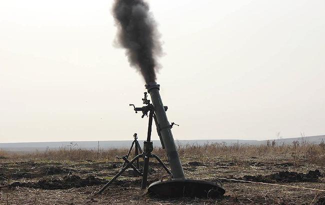 Фото: минометный выстрел на линии разграничения (facebook.com/ato.news)