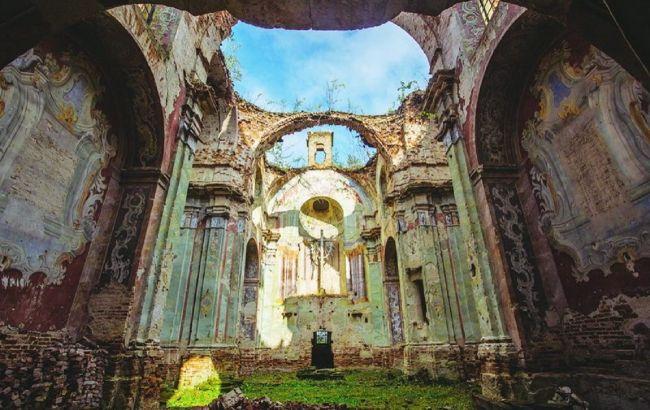 Каменная красота: маршрут по забытым дворцам и костелам, которые могут скоро исчезнуть