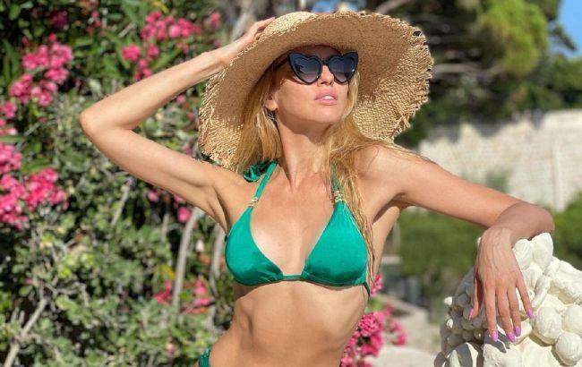 Богиня грации и красоты: Оля Полякова в бикини устроила жаркий фотосет на яхте