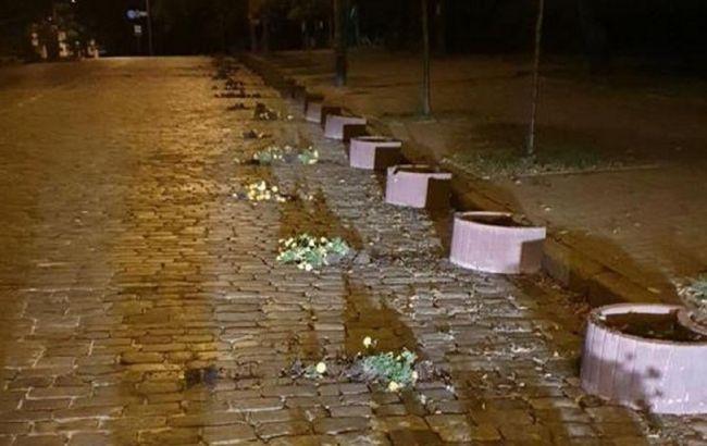 В Киеве на Аллее Героев Небесной сотни устроили погром